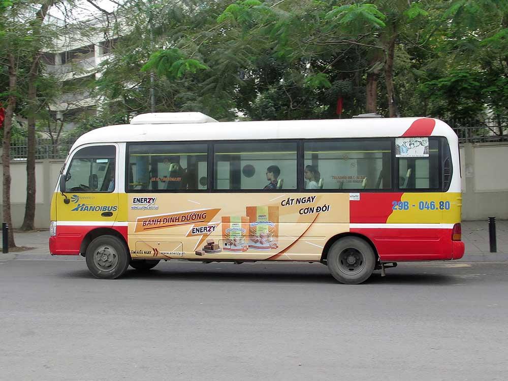 chiến dịch quảng cáo trên xe buýt của bánh dinh dưỡng enerzy