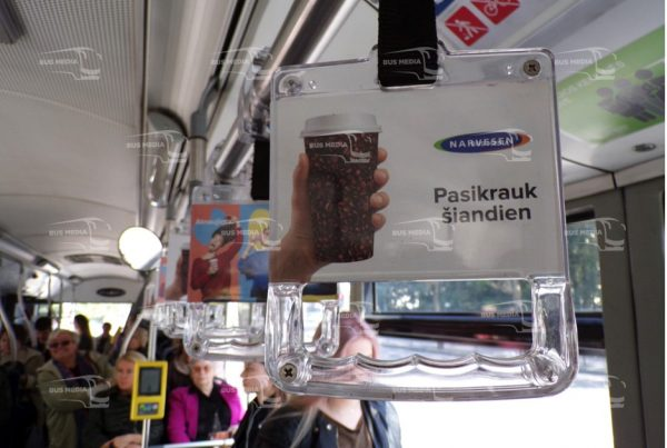 quảng cáo trên tay cầm xe buýt