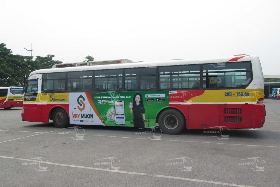 Ứng dụng FastGo và Vay Mượn quảng cáo xe buýt