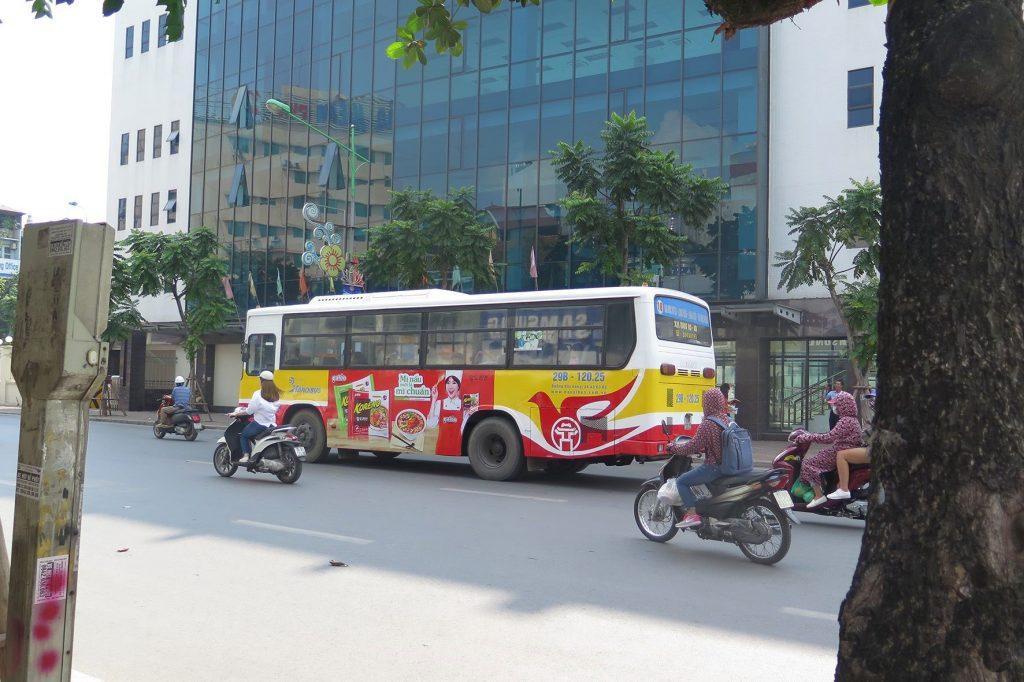 quảng cáo trên xe buýt tại Hà Nội
