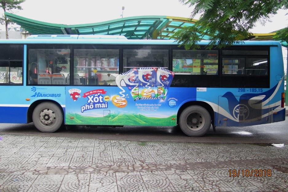 quảng cáo xe buýt cho phomai con bò cười