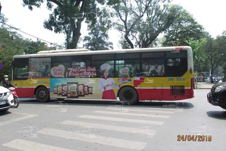 quảng cáo xe buýt mỳ cung đình
