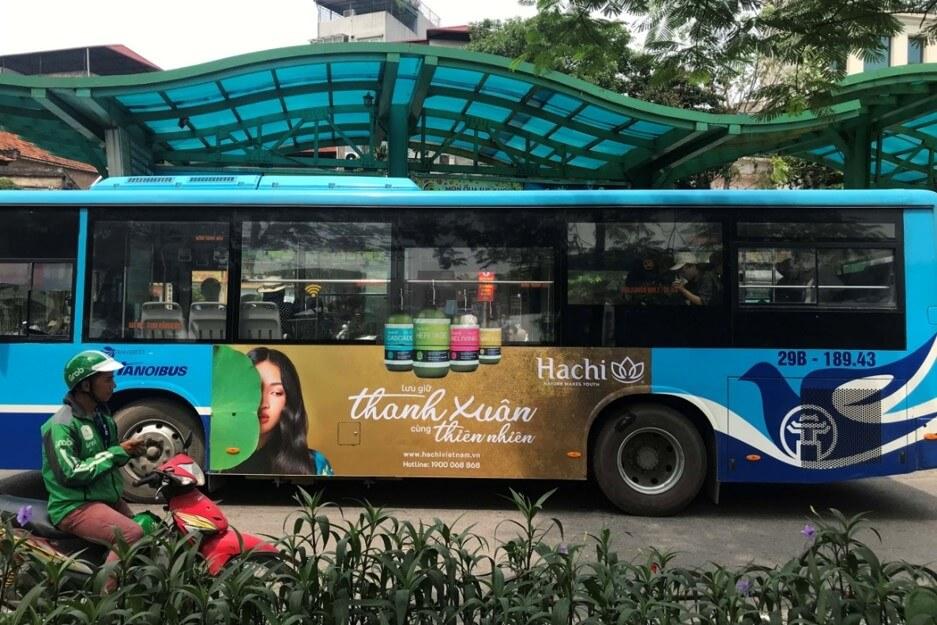 quảng cáo xe buýt cho mỹ phẩm hachi