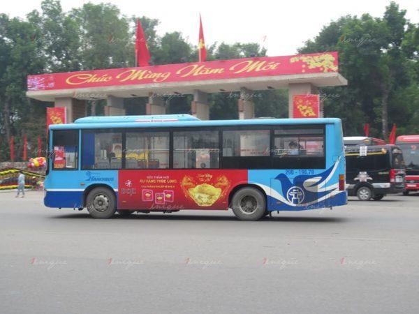 doji quảng cáo trên xe buýt