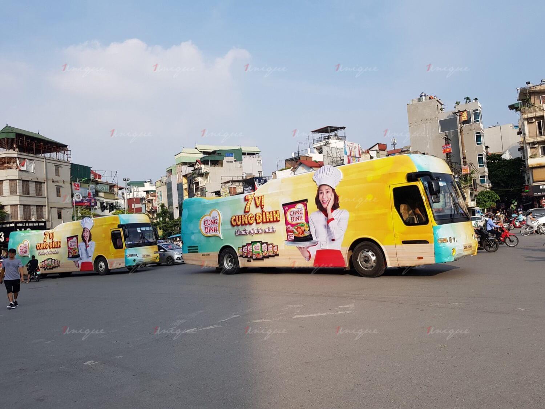 Quảng cáo bọc kín xe buýt