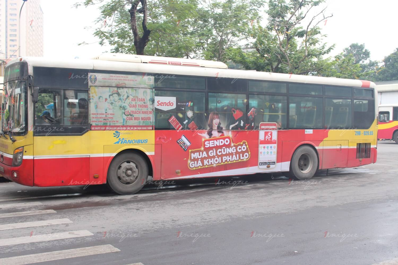 phân khúc khách hàng của quảng cáo trên xe buýt