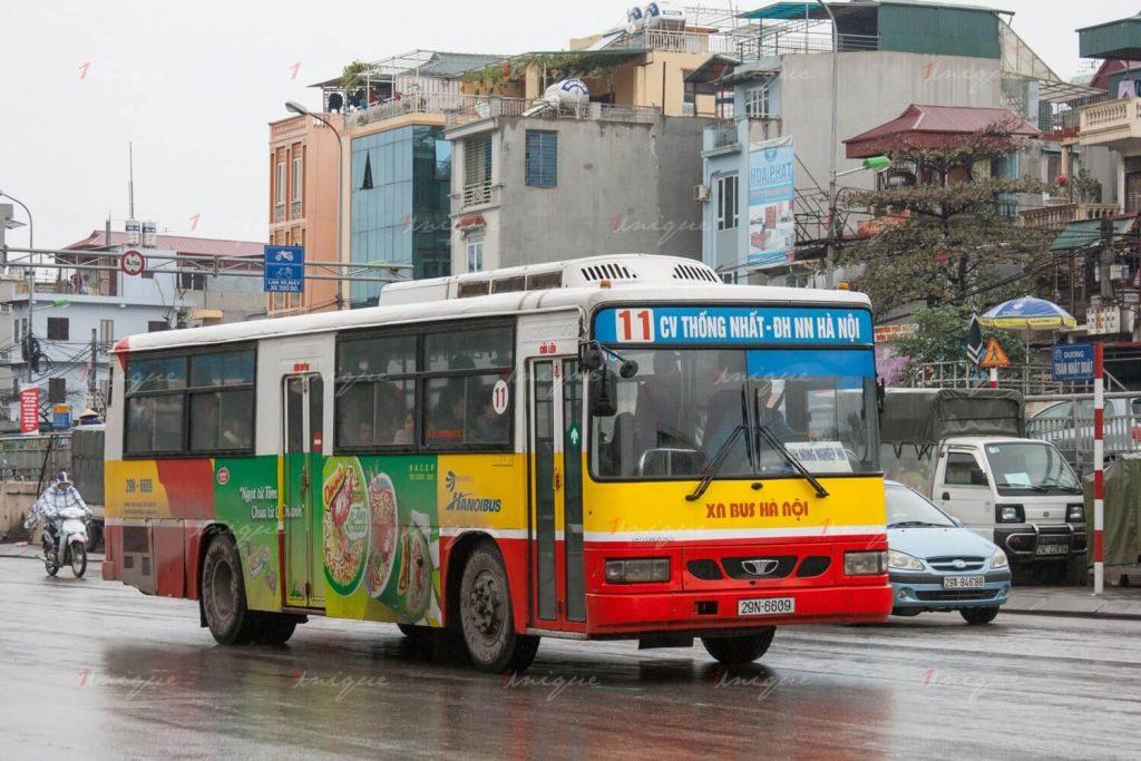 xe buýt hà nội đón người cách li covid-19