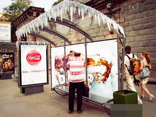 quảng cáo nhà chờ xe buýt mockup nổi