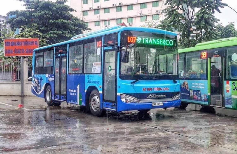 Quảng cáo xe buýt trong mùa mưa