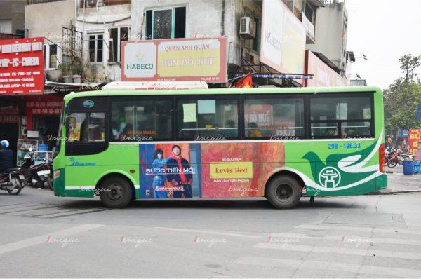 Chiến dịch quảng cáo trên xe bus của hãng thời trang Levi's