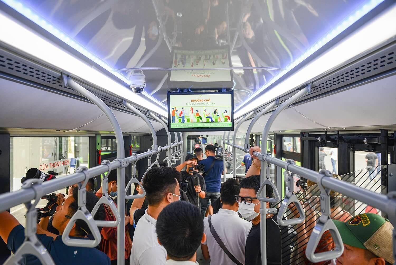 quảng cáo trên xe buýt điện Vinbus