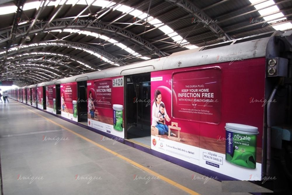 quảng cáo trên tàu hỏa